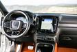 Volvo XC40 vs 4 SUV #33