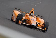McLaren-rijder Fernando Alonso draaide zijn eerste rondjes op de Indianapolis Speedway en zette zo zijn eerste passen op het ovaal waar hij eind deze maand de Indy 500 hoopt te winnen. Herbeleef hier zijn testsessie, ondersteund door deskundig commentaar.