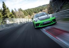 De vernieuwde Porsche 911 GT3 RS heeft aan 6.56,4 genoeg om de Nordschleife van de Nürburgring te ronden. Deze on-boardvideo toont hoeveel moeite het fabriekpiloot Kévin Estre kost om die tijd op de tabellen te rijden.