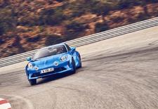 22 jaar nadat de Alpine A110 van de markt verdween, herrijst hij. Het nieuwe model herneemt de waarden van het oermodel uit 1962: een laag gewicht, een compact formaat en veel levendigheid. Maar hij voegt er een dosis veelzijdigheid aan toe.