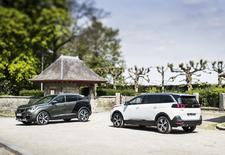 De nieuwe Peugeot 5008 is geen monovolume meer, wel een SUV. Eentje die zijn technische basis deelt met de wat compactere 3008 en desgewenst tot zeven inzittenden vervoert. AutoWereld doet de test met de 3008 2.0 BlueHDi 180 en de 5008 1.6 THP 165.