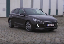 De Europese inburgeringscursus van de Hyundai i30 is helemaal rond, want de Koreaanse constructeur heeft de wapens om tegen de Peugeot 308 en de VW Golf te strijden. Een eerste kennismaking...