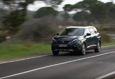 De tweede generatie van de Peugeot 5008 is geen monovolume meer, maar een cross-over. Eentje die bouwt op de SUV-fundamenten van de 3008, maar dankzij zijn grotere formaat ook zeven zitplaatsen aanbiedt. Een eerste kennismaking...