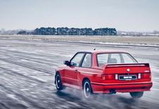 Johnny Cecotto rijdt met de naar hem vernoemde BMW M3 Cecotto. Dat moet gensters geven. Bekijk de video!