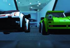 Porsche levert een klassieke 911 Turbo en een hedendaagse 911 RSR aan Lego Speed Champions. Om dat te vieren gaan de geblokte speelgoedauto's loos in het Porsche Museum, goed voor een hilarische video.