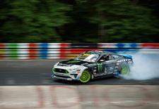 De door RTR onder handen genomen en door Vaughn Gittin Jr bestuurde Ford Mustang bewijst dat een kanontijd op de Nordschleife van de Nürburgring niet noodzakelijk is om indruk te maken.
