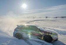 De nieuwe Mercedes-AMG A45 4Matic toont zijn gloednieuwe driftmodus in de Zweedse sneeuw. Bekijk de video!