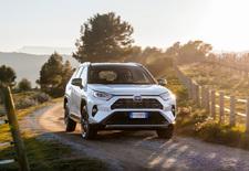 De Toyota RAV4 is aan zijn vijfde generatie toe. En die wil weer naar de top van het SUV-segment. AutoWereld doet de test met de hybride AWD-i.