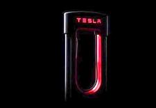 Tesla begint met de uitrol van de Supercharger V3, die laadt met een vermogen van 250 kW. Na 5 minuten kan je weer 120 kilometer verder.