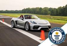 De Porsche 718 Boxster Spyder heeft het Guinness World Record van snelste slalommende sportwagen gebroken. Aan het stuur zat de 16-jarige Chloe Chambers. Bekijk de video!