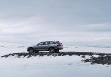 On the rocks, zo hebben wij onze auto's het liefst. In het putje van Zweden zijn we gaan glijden met de Volvo V90 Cross Country op een dichtgevroren meer. Schaats gerust even mee...