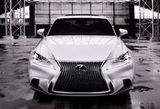 HELEMAAL OFFICIEEL: Lexus IS 300h