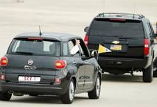 La Fiat 500L du pape à 82.000 dollars