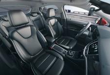 4 robots testent les sièges Opel