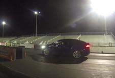 Une Tesla enfume une Audi R8 V10