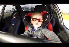 INSOLITE – À 3 ans au volant d'une Mitsubishi Evo VI de 320 ch