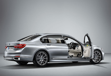 BMW 7 Reeks Art Car door kunstenares Esther Mahlangu