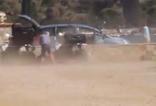 INSOLITE – Il se fait arracher son hayon par un avion