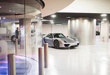 Porsche Design Tower: zet je Porsche eens in het salon