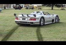 En Mercedes CLK-GTR Roadster dans l'herbe !
