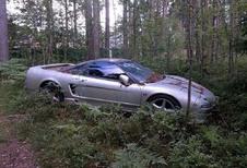 BIJZONDER – Honda NSX achtergelaten in Russisch bos