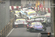 Kettingbotsing in FIA GT World Cup Macao - video