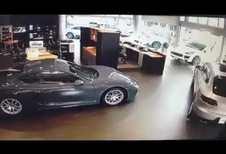 Un client contrarié détruit l'accueil d'une concession Porsche