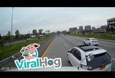 SUV probeert vrachtwagen te stoppen in de VS