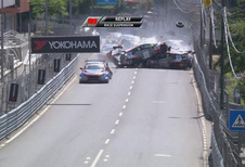 Enorme puinhoop na kettingbotsing in WTCR Portugal – VIDEO