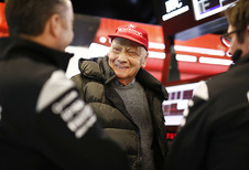 Niki Lauda na longoperatie weer uit coma