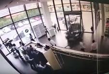 BIJZONDER – Verkeerd ingetrapt pedaal leidt tot vernielde showroom