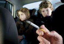 Fumer au volant avec enfants à bord : 1000 euros !