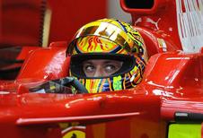 MotoGP-ster Valentino Rossi probeert het op 4 wielen