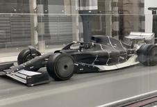 De F1 wagen van 2021 laat zich bewonderen