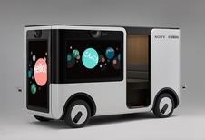 De autonome mini-auto van Sony en Yamaha