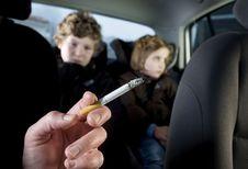 Sigaret achter het stuur: geen specifieke controles meer