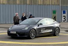Oostenrijker maakt Tesla Model 3 'beter' met benzinemotor