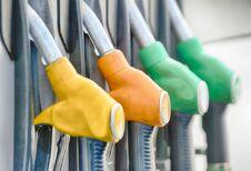 L'essence au plus bas, les stations désertées avant la qualité été #1