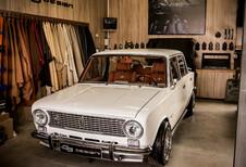 Heb je het luxueuze interieur van deze Lada 2101 gezien?