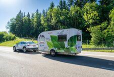 De Alpen over in een elektrische auto met caravan