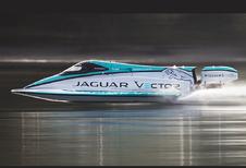 Jaguar pakt wereldrecord op water