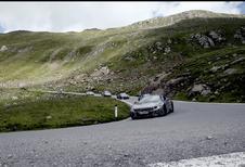 Roadster-versie van de BMW i8 danst voor de camera