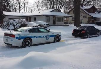 Subaru haalt politiewagen uit sneeuw (video) #1