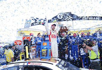 Dale Earnhardt Jr. wint NASCAR-spektakel in Martinsville #1