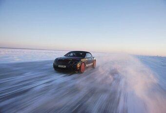 Bentley verstigt snelheidsrecord op ijs #1