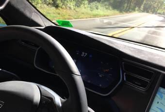 Vidéo : Le pilotage auto de la Tesla a buggé #1