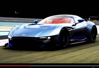 Aston Martin Vulcan spuwt vuur #1