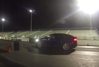 Une Tesla enfume une Audi R8 V10 #1