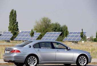 La BMW Hydrogen 7 roule à l'hydrogène et à l'essence #1