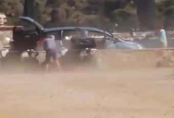INSOLITE – Il se fait arracher son hayon par un avion #1